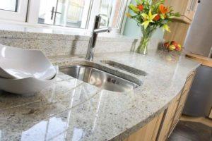 Качественные и стильные столешницы для вашей кухни