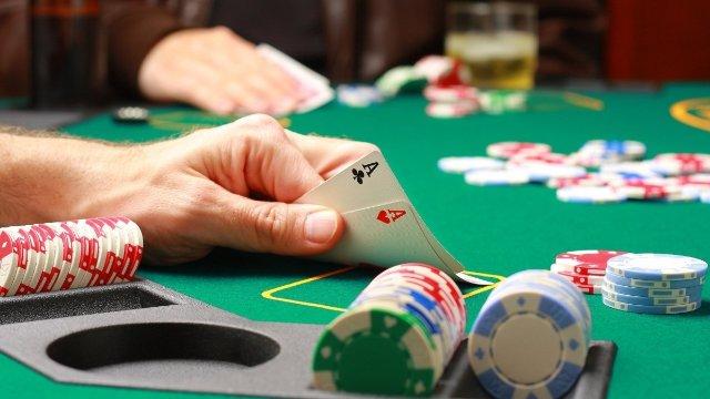 Почему 888 Покер популярен среди игроков